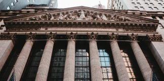 Stock markets decline because of global growth concerns